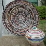 objetos decorativos feitos de jornal