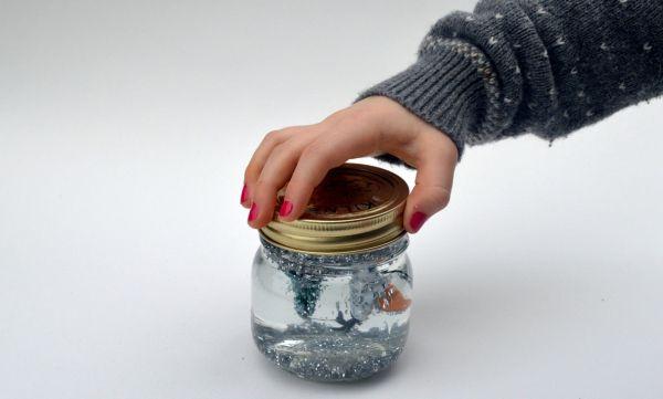 enfeites de natal para jardim passo a passo : enfeites de natal para jardim passo a passo: com material reciclado Enfeite de Natal Globo de Neve Passo a Passo