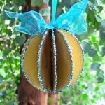 Estas bolas de Natal de papelão são lindas e baratas (Foto: markmontano.com)