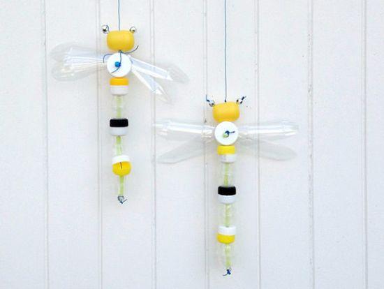 Esta simpática libélula de material reciclável vai fazer o maior sucesso em sua casa (Foto: handmadecharlotte.com)