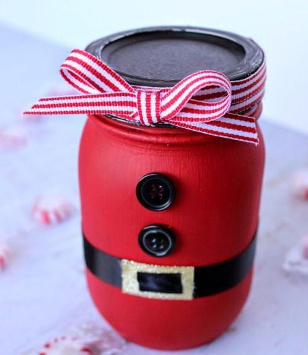 Um presente com um papai Noel em pote de maionese vai agradar a todos (Foto: theribbonretreat.com)