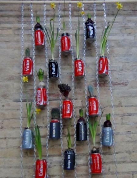 jardim vertical de garrafa pet passo a passo: reciclado Jardim Vertical com Latinhas de Refrigerante Passo a Passo