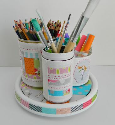Organizador em patchwork e reciclados pode ter o estilo que você quiser (Foto: sotakhandmade.blogspot.com.br)