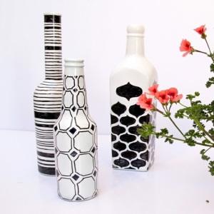 Decorar garrafas de vidro pode ser muito fácil e barato (Foto: honestysprotegee.wordpress.com)