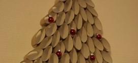 Árvore de Natal de Parede Feita com Rolo de Papel Higiênico