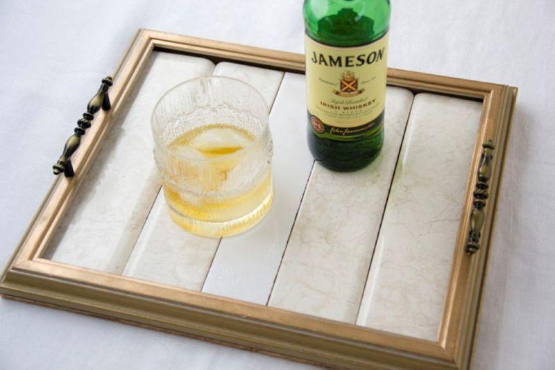 Esta reciclagem com moldura de porta-retrato é linda e útil (Foto: capitolromance.com)