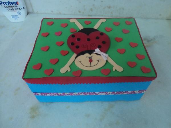 caixa-de-sapato-decorada-com-eva-como-fazer