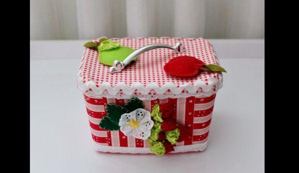 pote decorado de sorvete com frutas