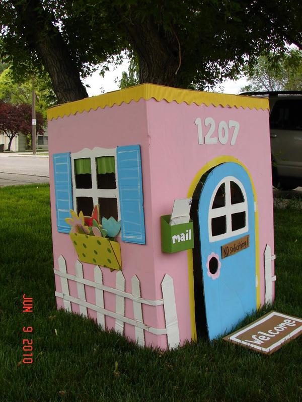 casa de papelao rosa