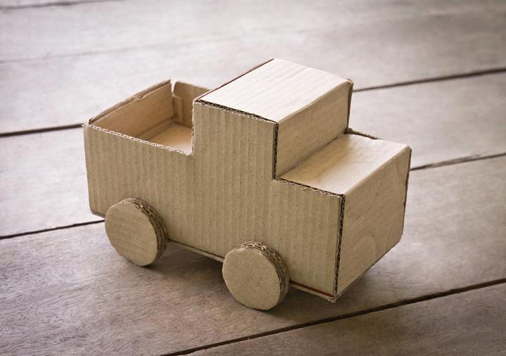 artesanato com papelão carro