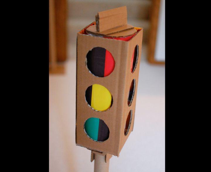 artesanato com papelão brinquedo