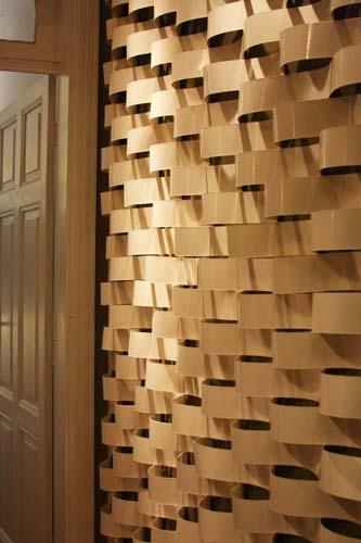 Papelão foi o material usado nessa parede (Foto: Divulgação)