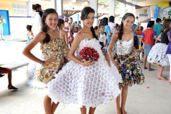 As fantasias de carnaval de materiais recicláveis são a forma mais rápida e barata de entrar no clima do carnaval (Foto: Divulgação)