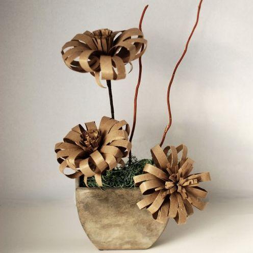 Esta flor com rolo de papel higiênico é diferente, muito interessante e deixará a sua casa mais bonita (Foto: easypapercrafts.com)