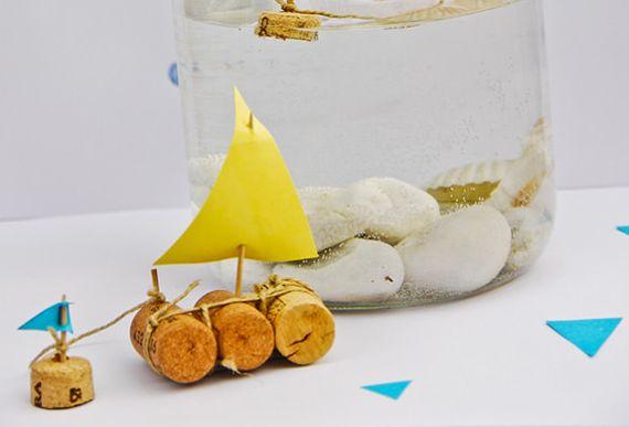 Com este barquinho com rolhas seus pequenos irão ficar entretidos por um bom tempo (Foto: handmadecharlotte.com)