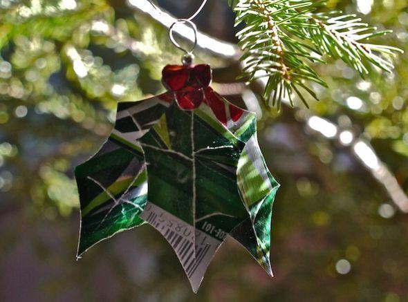 Enfeites de Natal com latinhas de alumínio pode ser o que faltava para acrescentar um toque especial ao seu décor natalino (Foto: learningandyearning.com)