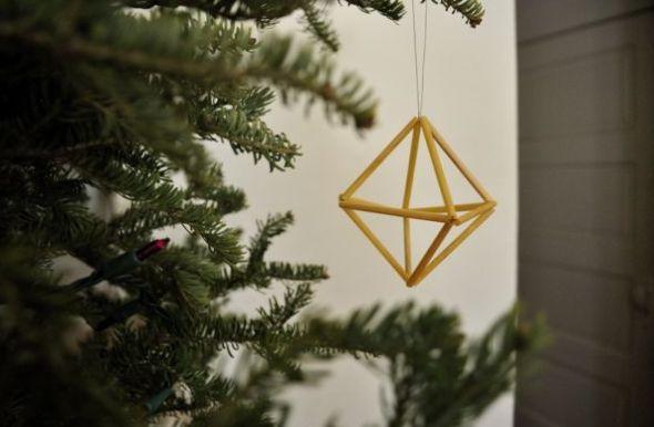 Não faltam ideias de enfeites para árvore de Natal com material reciclável, por isso escolha a sua preferida (Foto: homedit.com)