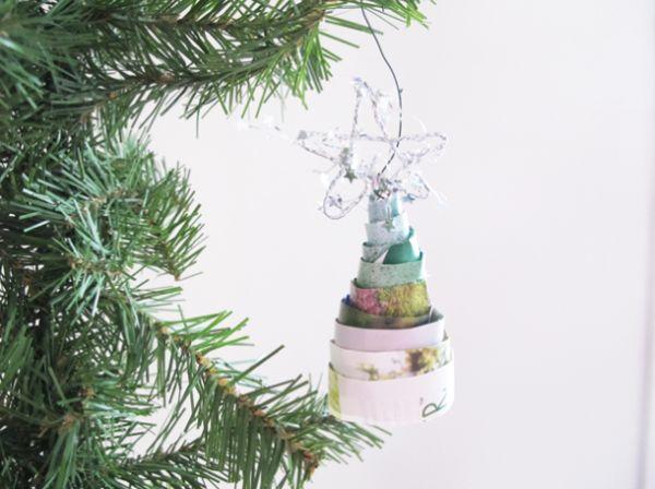 Com enfeites de Natal com revistas velhas você economiza, mas garante visual bonito para o décor de sua casa (Foto: blog.diynetwork.com)