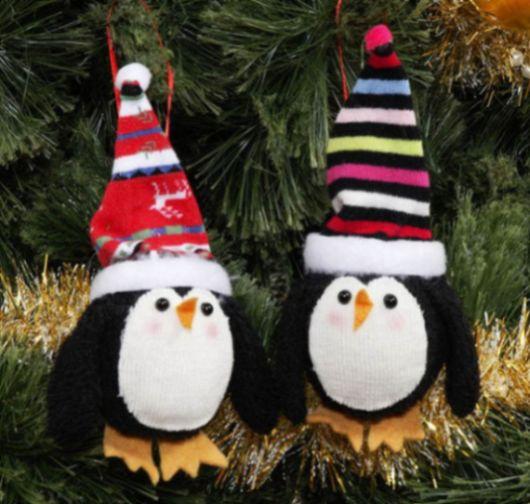 Enfeites para o Natal com meias usadas recicla as suas peças e ainda deixa a sua casa mais bonita neste fim de ano (Foto: craftsncoffee.com)