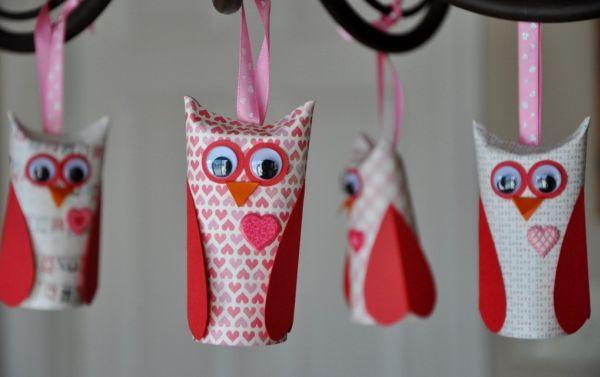 Esta corujinha de papel higiênico é simpática e você pode fazer várias peças, uma de cada estilo (Foto: happyclippings.com)