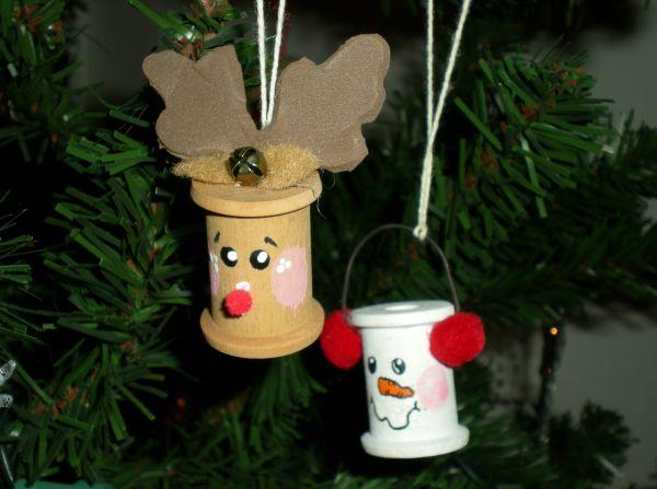 11 Artesanatos de Natal Feitos com Carretel de Linha