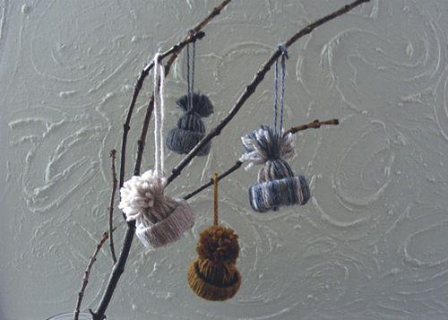Com este minichapéu de lã e rolo de papel higiênico não tem como a sua árvore de Natal deste ano não chamar a atenção (Foto: goodknits.com)