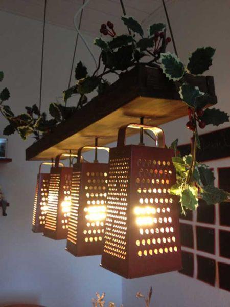 Com um único ralador de cozinha velho você pode conseguir uma nova peça bem interessante (Foto: woohome.com)