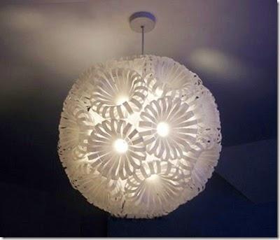 Há muitos modelos de luminárias recicladas e fáceis de fazer (Foto: lipstick-s.blogspot.com.br)