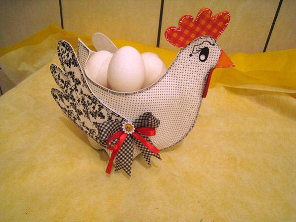 Galinha porta-ovos com EVA faz o maior sucesso por onde passa (Foto: ateliekreateva.com.br)