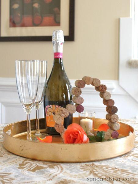 Coração feito com rolhas pode enfeitar a sua festa ou a sua casa (Foto: sandandsisal.com)