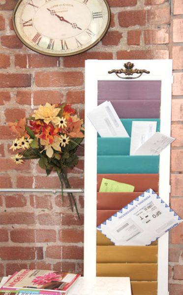Reaproveitar uma janela velha e conseguir um organizador é muito fácil (Foto: instructables.com)