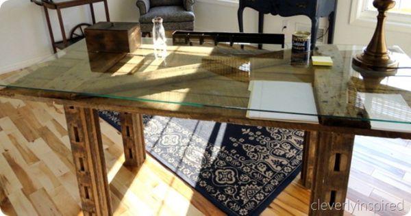 Reutilizar uma porta velha e obter uma mesa é fácil (Foto: cleverlyinspired.com)