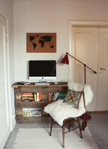 Mesa de pallet na decoração decora e é funcional (Foto: peculiarmee.com)