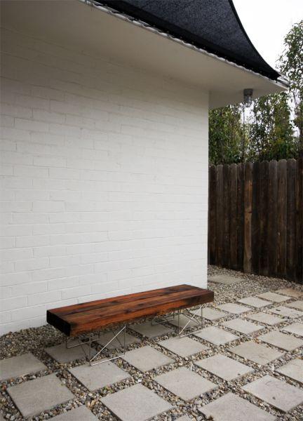 Banco de área de lazer decora e auxilia o nosso meio ambiente (Foto: the-brick-house.com)