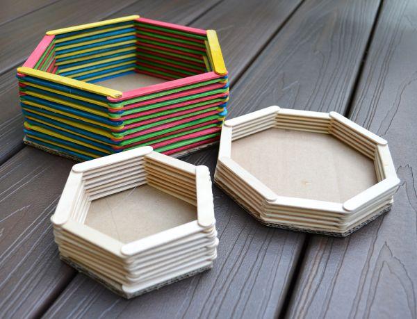 Porta-trecos com palitos de picolé pode guardar o que você quiser (Foto: ikatbag.com)