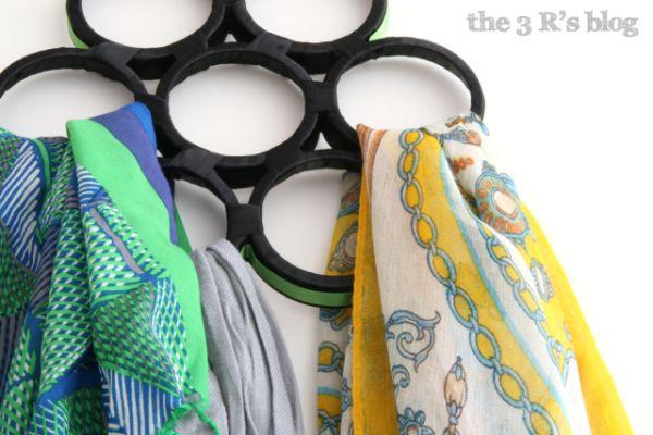 Organizador de lenços com material reciclado organiza e decora (Foto: the3rsblog.wordpress.com)