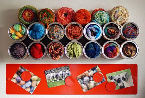 Esta ideia de organizador de linhas com material reciclado é linda e fácil de ser conseguida (Foto: leethal.net)