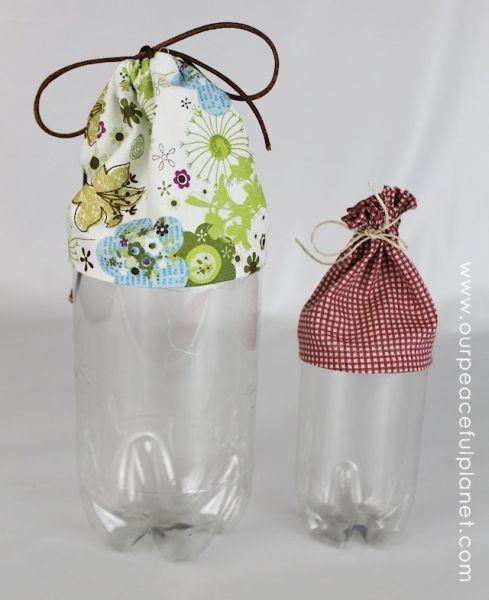 Aposte neste diferente organizador de garrafa pet para facilitar a sua rotina diária (Foto: ourpeacefulplanet.com)