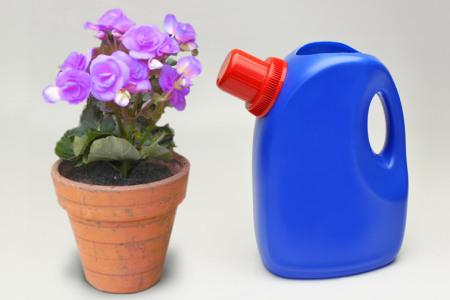 Regador de material reciclado é funcional e sustentável (Foto: bricolagem.wordpress.com)