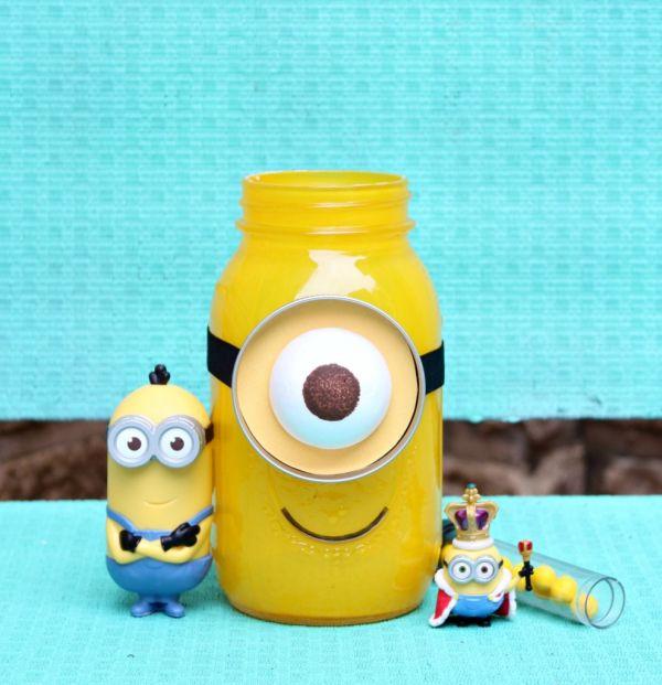 Minion com material reciclado é fofo e você encanta a todos (Foto: morenascorner.com)