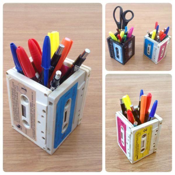Este porta-lápis reciclado de fita K7 pode ser uma ótima opção de presente, caso você tenha muitas fitas em casa (Foto: eudouadica.com)