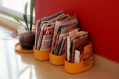Esta ideia de revisteiro feito de reciclagem é interessante e muito barata (Foto: compartetusecoideas.blogspot.com.br)