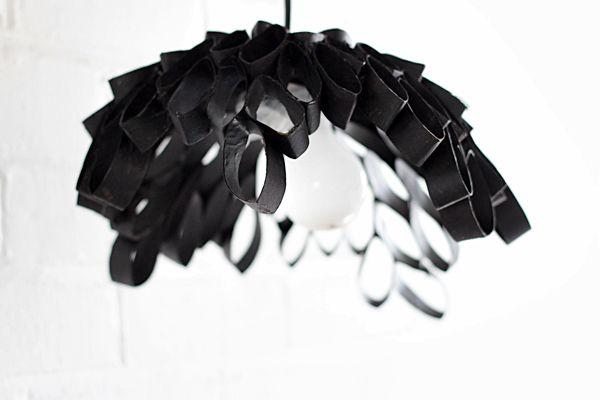 Luminária de rolo e papel higiênico é linda e nem parece que foi feita com material reciclável (Foto: crafts.tutsplus.com)