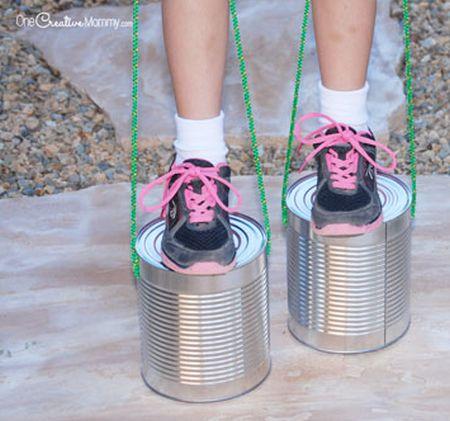Reciclagem de lata grande para brinquedo é ótima opção para as crianças (Foto: onecreativemommy.com)