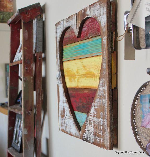 Este artesanato com pedaços de madeira é diferente e pode também ter outros estilos (Foto: bec4-beyondthepicketfence.blogspot.com.br)