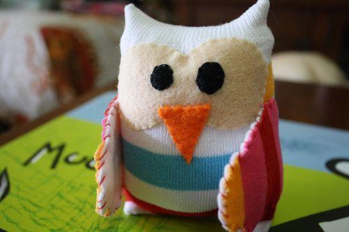 Faça corujinha reciclando meias e encante a todos (Foto: virtualmakeover.ru)