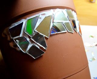Ideia de Mosaico em Vaso de Planta com Material Reciclável