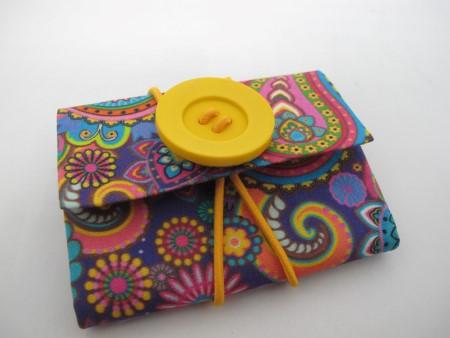 ideia de bolsa de material reciclado