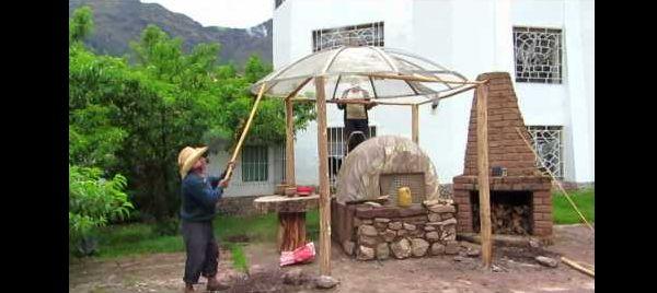 antena parabólica na churrasqueira