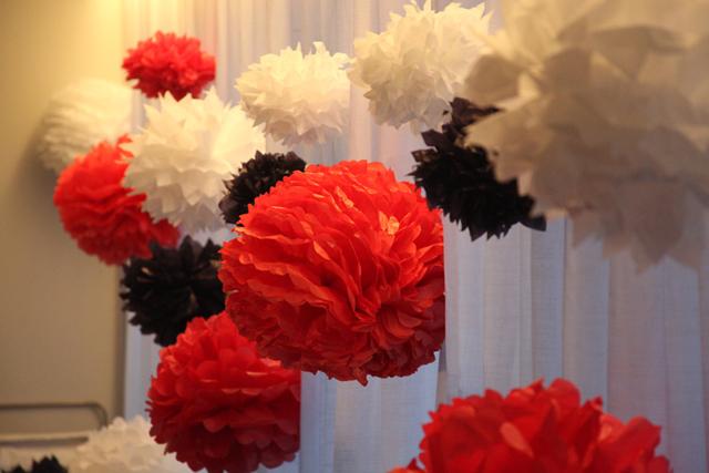 cortina de pompons de papel